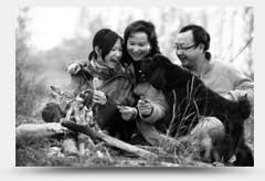 一家人在露營的圖片