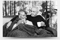 夫妻在喝咖啡的圖片